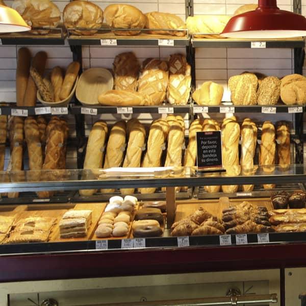 pan artesano y pasteles en panadería Gallofa en castro